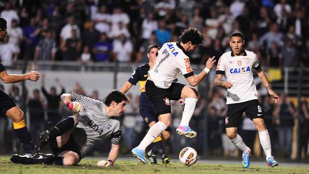 Pato, Corinthians x Boca Juniors (Foto: Marcos Ribolli)