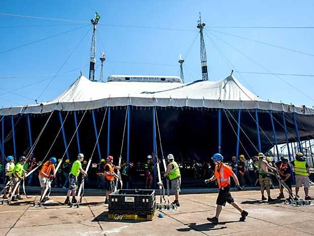Grande Tenda Branca do Cirque du Soleil, que começou a ser montada nesta quinta-feira (25), ao lado do ginásio Nilson Nelson, em Brasília (Foto: Ubirajara Machado/Divulgação)