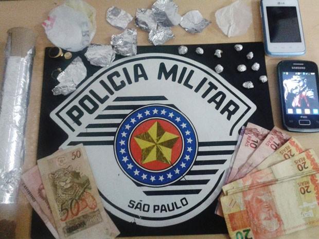 Policiais patrulhavam por local conhecido como ponto de tráfico (Foto: Polícia Militar/Divulgação)