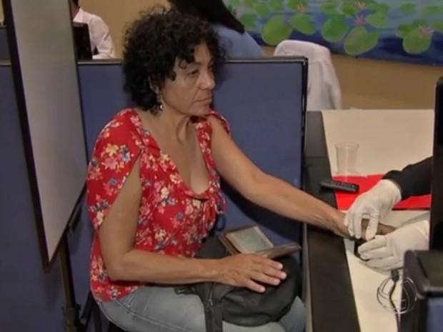 Maria Aparecida foi regularizar situação no TRE-MS para tirar o passaporte (Foto: Reprodução TV Morena)