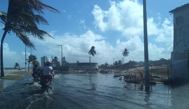 Avenida ficou tomada com água de esgoto (Foto: Ygor Rodrigues/Arquivo pessoal)