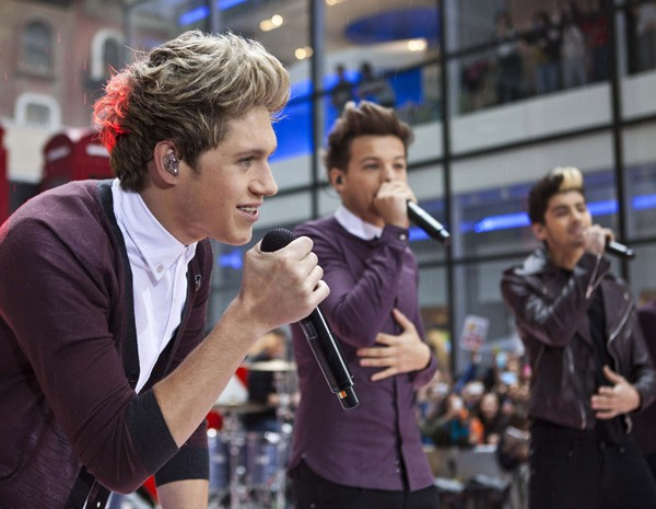 Membros da boy band britânica One Direction cantam em show no programa 'Today', em Nova York (Foto: Andrew Burton/Reuters)