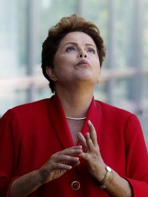Dilma diz que afastou ex-diretor da Petrobras por