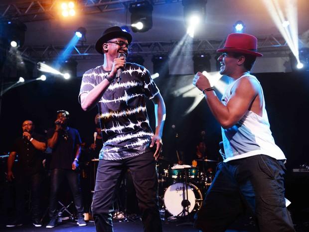 Mumuzinho e Thiago Martins em show na Zona Sul do Rio (Foto: Ari Kaye/ Divulgação)