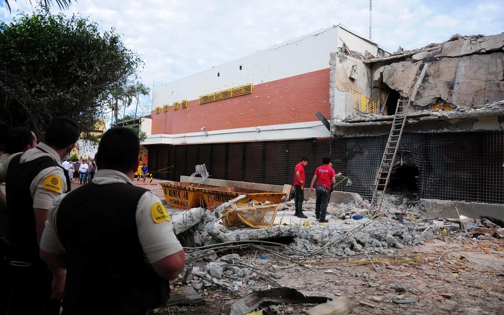 O assalto a uma transportadora de valores em Ciudad del Este, no Paraguai, já é considerado o maior do país (Foto: Francisco Espinola/Reuters)