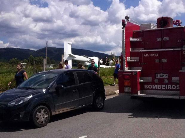 Avião de pequeno porte caiu em Jundiaí (Foto: Carlos Augusto/TEM Você)
