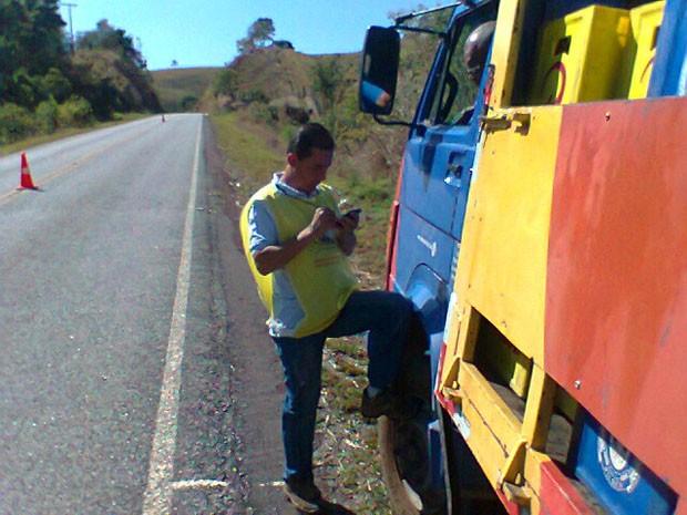 Pesquisador faz entrevista em rodovias mineiras, para Pesquisa Origem Destino. (Foto: Divulgação)