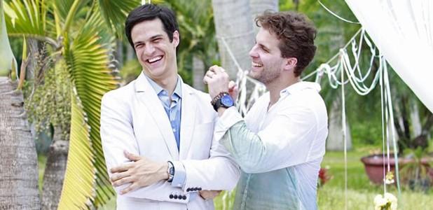 Solano e Fragoso mostram gravação de cena final (Ellen Soares/ TV Globo)