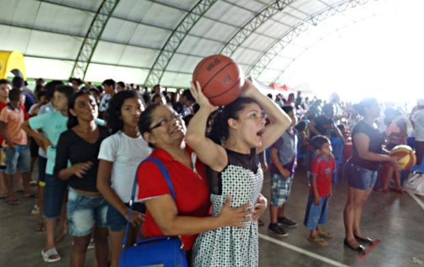 Além dos serviços de saúde e cidadania, adultos e crianças tiveram momentos de esporte, lazer e muita diversão (Foto: Onofre Martins/Rede Amazônica)