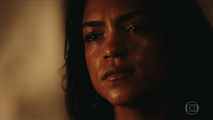 Luzia teme que o pior aconteça para sua família (Foto: TV Globo)