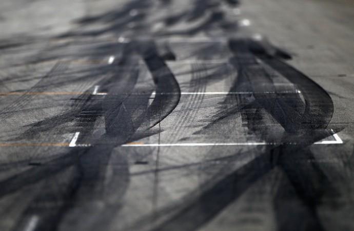 Para poupar pneus, alguns pilotos pouco andavam no Q3 (Foto: Getty Images)