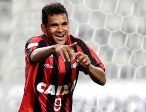 Ederson gol jogo Atlético-PR e Sporting Cristal pré-libertadores (Foto: AP
