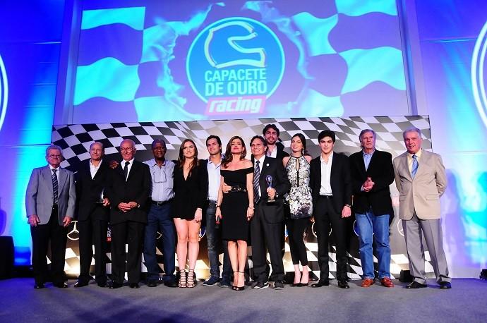 Nelson Piquet chama lendas do automobilismo brasileiro para subir ao palco no Capacete de Ouro em São Paulo