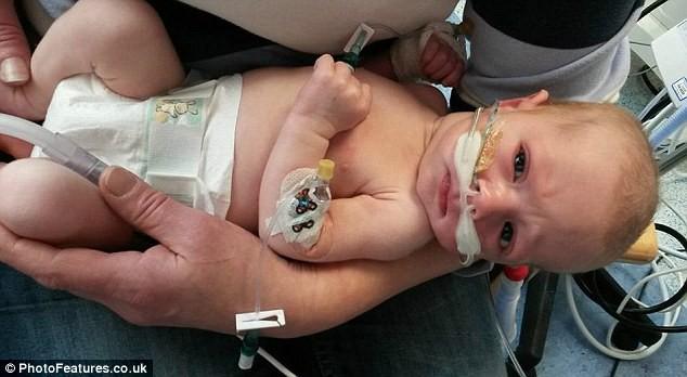 Menino ficou 4 dias respirando com aparelhos (Foto: Reprodução)