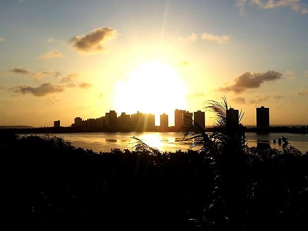 Mirante da Lagoa da Jansen, em São Luís (MA), é ponto de observação do pôr do sol (Foto: Maurício Araya / G1)