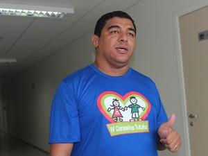 Djan Moreira, conselheiro tutelar, está acompanhando o caso (Foto: Catarina Costa/G1)