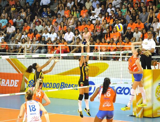 Superliga Feminina, Osasco e Praia Clube (Foto: João Gabriel / Globoesporte.com)