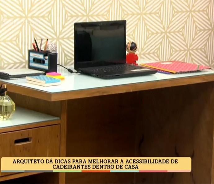 Escrivaninha deve ter espaço livre embaixo (Foto: TV Globo)