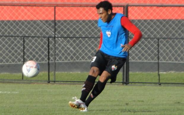Ednei, zagueiro do Atlético-GO (Foto: Divulgação/Atlético-GO)