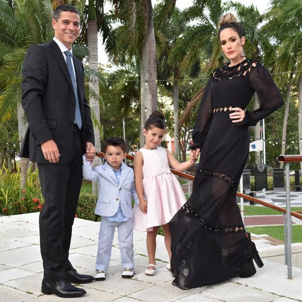 Fernanda Pontes com o marido, o empresário Diogo Boni, e os filhos Matheus e Maria Luiza (Foto: Divulgação)