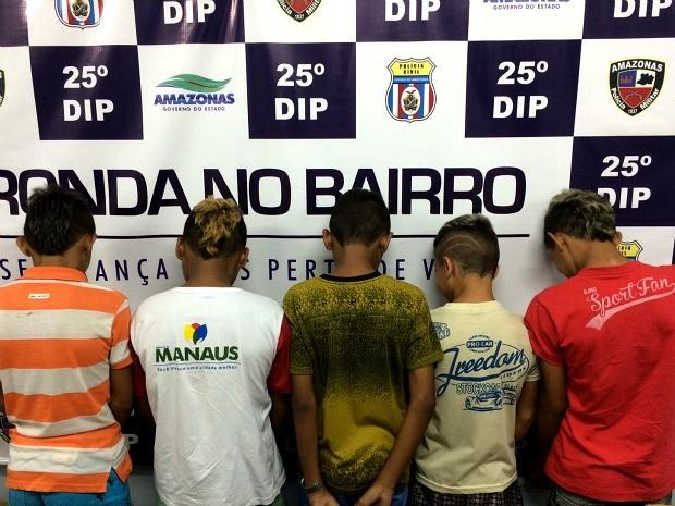 Cinco jovens são suspeitos de roubo em escola (Foto: Divulgação/ Polícia Civil)