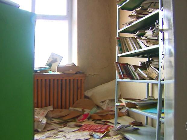 Biblioteca abandonada em Pyramiden (Foto: TV Globo)