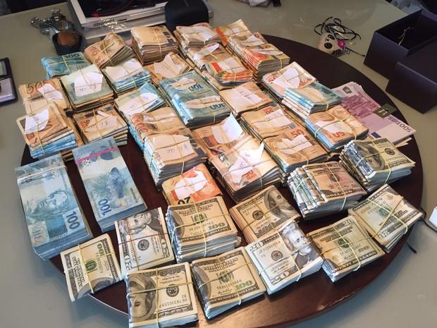 Dinheiro apreendido na 23ª fase da Operação Lava Jato (Foto: Divulgação/ Polícia Federal)