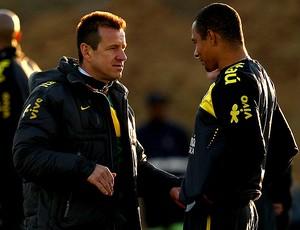 Dunga Gilberto Silva treino seleção brasileira (Foto: Getty Images)
