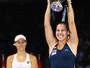 Cibulkova bate favorita Kerber e conquista título do WTA Finals