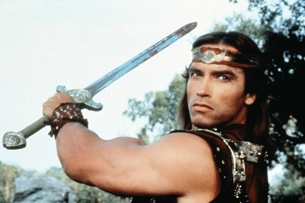 Arnold Schwarzenegger em Guerreiros de Fogo  (Foto: Reprodução)
