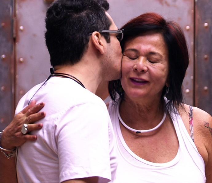 Harumi ganha bom dia de Alan  Dia na casa 26_1 (Foto: TV Globo)