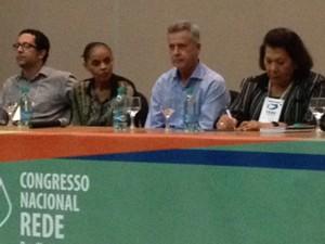 Marina discursou em evento da Rede ao lado do senador Rodrigo Rollemberg e da ex-corregedora do CNJ, Eliana Calmon (Foto: Juliana Braga/G1)