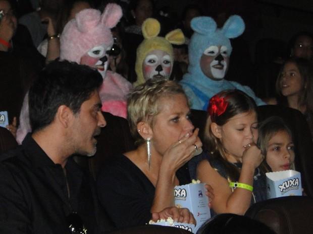 Xuxa e Juno juntos no lançamento do DVD (Foto: TV Xuxa/TV Globo)