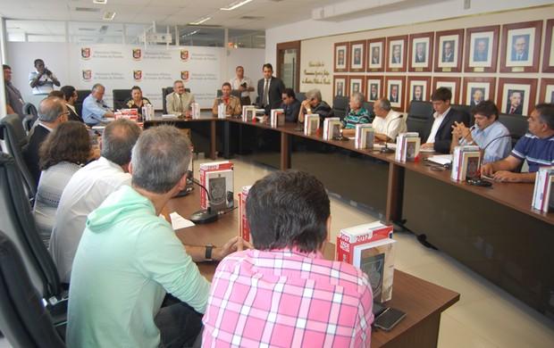 Reunião no Ministério Público da Paraíba (Foto: Larissa Keren / Globoesporte.com/pb)