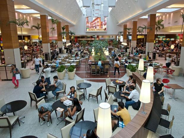 Praça de alimentação no 3° piso do shopping Iguatemi, em Salvador (Foto: Peu Acioly)