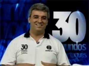 Professor Eliezer responde as perguntas dos telespectados e internautas (Foto: Reprodução / Inter TV Grande Minas)