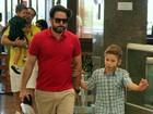 Murilo Benício almoça com o filho em shopping do Rio