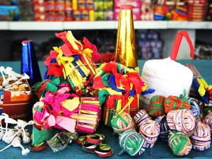 Fogos são vendidos durante o São João em João Pessoa (Foto: Inaê Teles/G1)