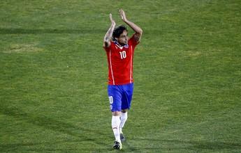 Chile divulga convocação com Mena e retorno de Valdivia à seleção