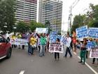 Grupo protesta e fecha André Araújo (Manaustrans/Divulgação)