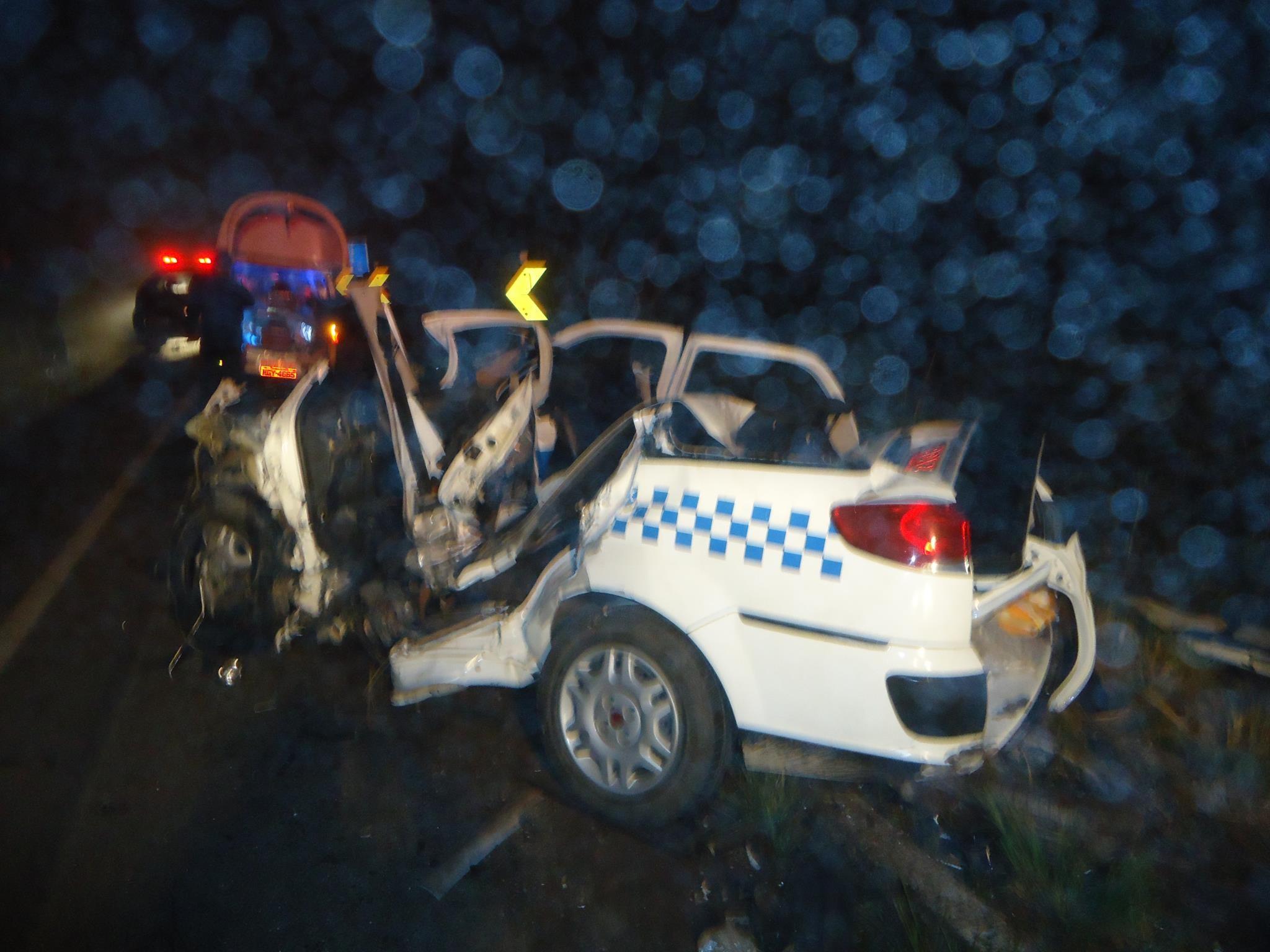 Carro ficou destruído em acidente na BR-153, em Água Doce (Foto: Corpo de Bombeiros Militar/Divulgação)