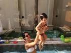Mamãe sarada! Vera Viel posta foto de biquíni brincando com a filha