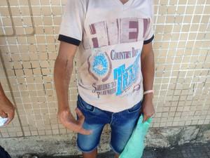 Adolescente que perdeu dedos busca pedido de auxílio no INSS (Foto: John Pacheco/G1)