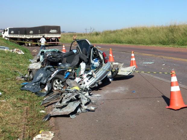 Três pessoas da mesma família morreram em acidente na PR-486, no noroeste do Paraná (Foto: Divulgação/ PRE)