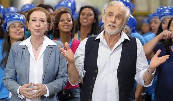 Fernanda Montenegro e Francisco Cuoco se unem aos funcionários no flash mob da campanha de fim de ano (Foto: Rafael França/ TV Globo)