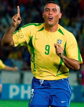 FOTOS HISTÓRICAS COPA DO MUNDO - Ronaldo Brasil gol final Alemanha 2002 (Foto: Agência AP)
