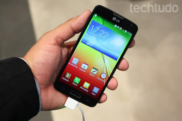 O LG L90 é um smartphone intermediário, apresentado com mais dois modelos da Serie L (Foto: Allan Melo/TechTudo)