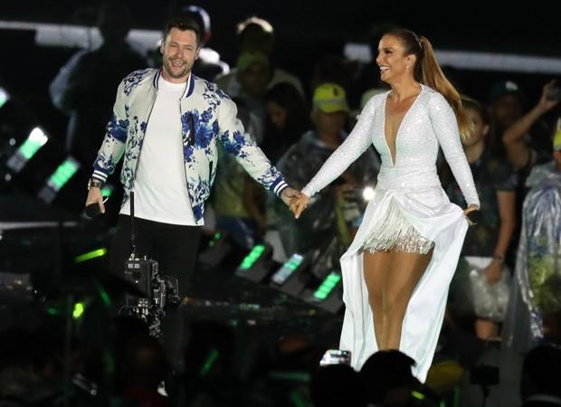 Ivete faz dueto com o cantor inglês Calum Scott (Foto: Glaucon Fernandes/AgNews)