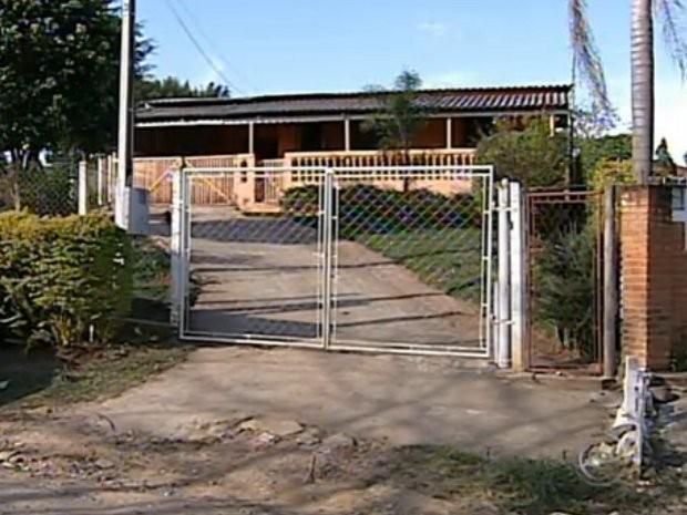Corpos foram encontrados por uma das netas do casal (Foto: Reprodução/TV TEM)