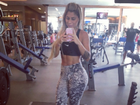 Ex-BBB Vanessa exibe barriga trincada em 'selfie' na academia